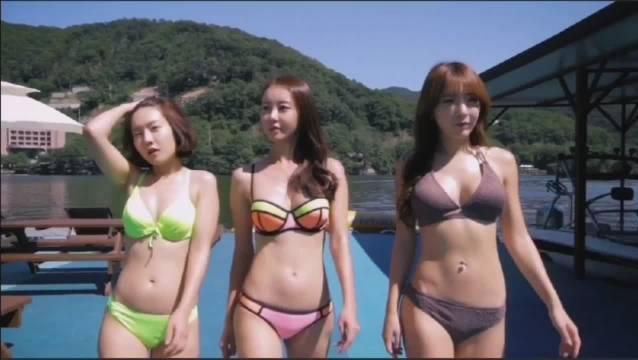 #一起看电影#美女们和肌肉小伙们一起出海游玩!
