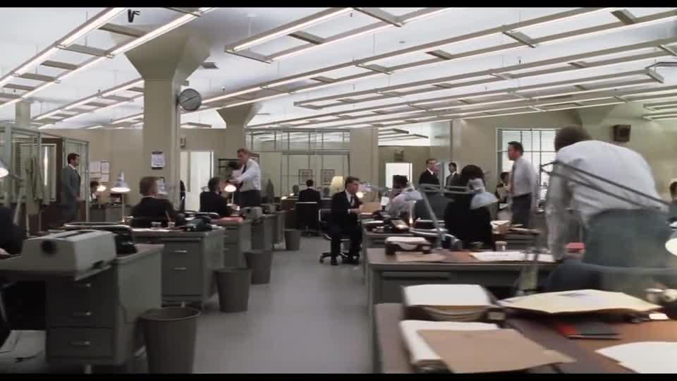 #经典看电影#小李子虽是诈骗犯,可联邦却让他去银行上班,来抵扣坐牢的时间