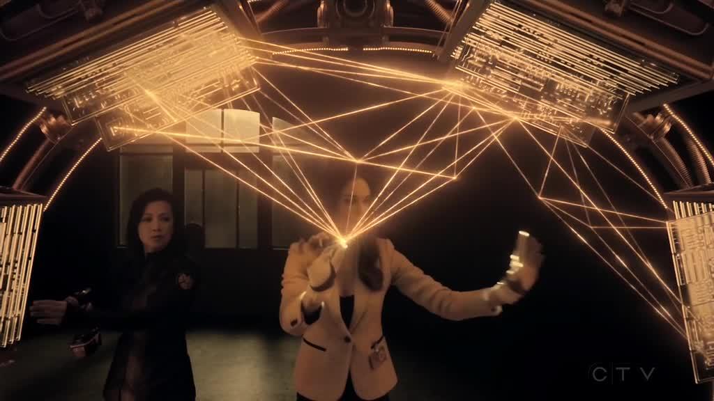 艾达着手建造了一个跨维度大门,菲尔菲兹终于回到了正常的世界