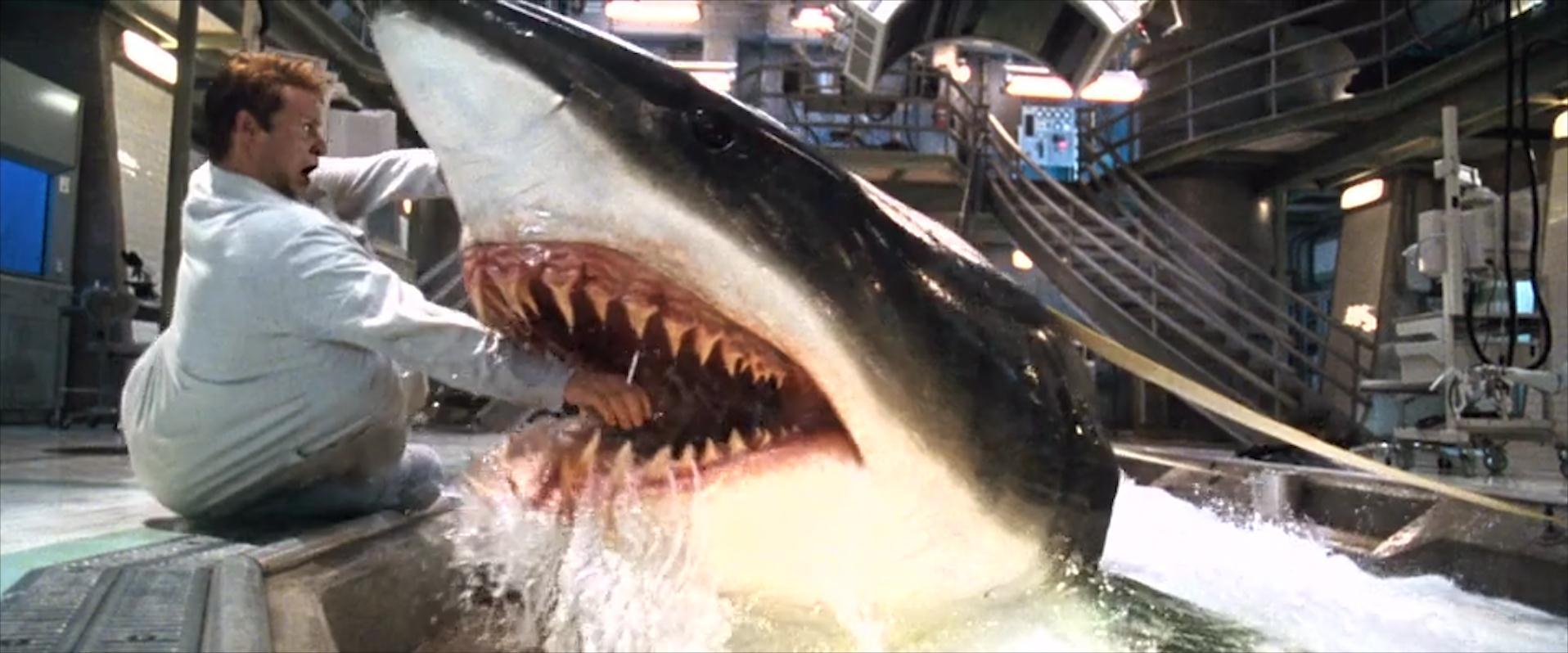 #惊悚看电影#3条变异鲨鱼从实验室逃脱,智商爆棚善用计谋,反过来猎杀人类
