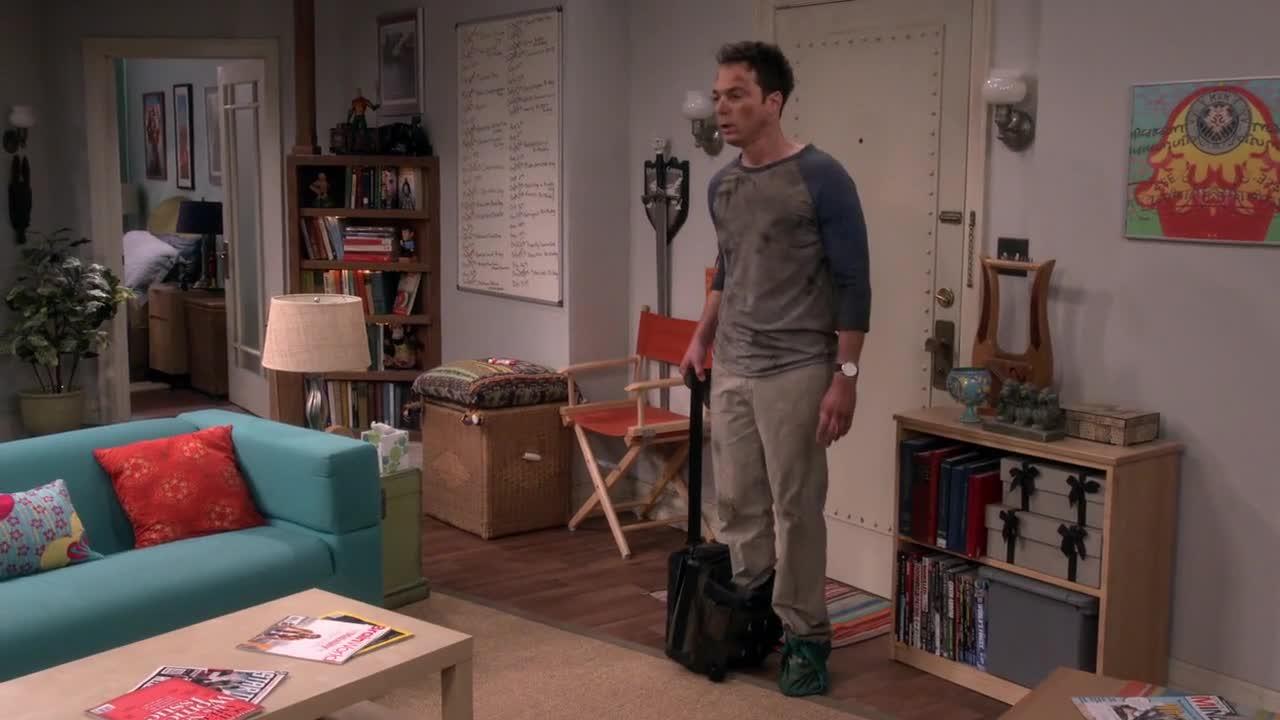 女子在家工作,男友狼狈回来,女子看到男友后却惊呆了