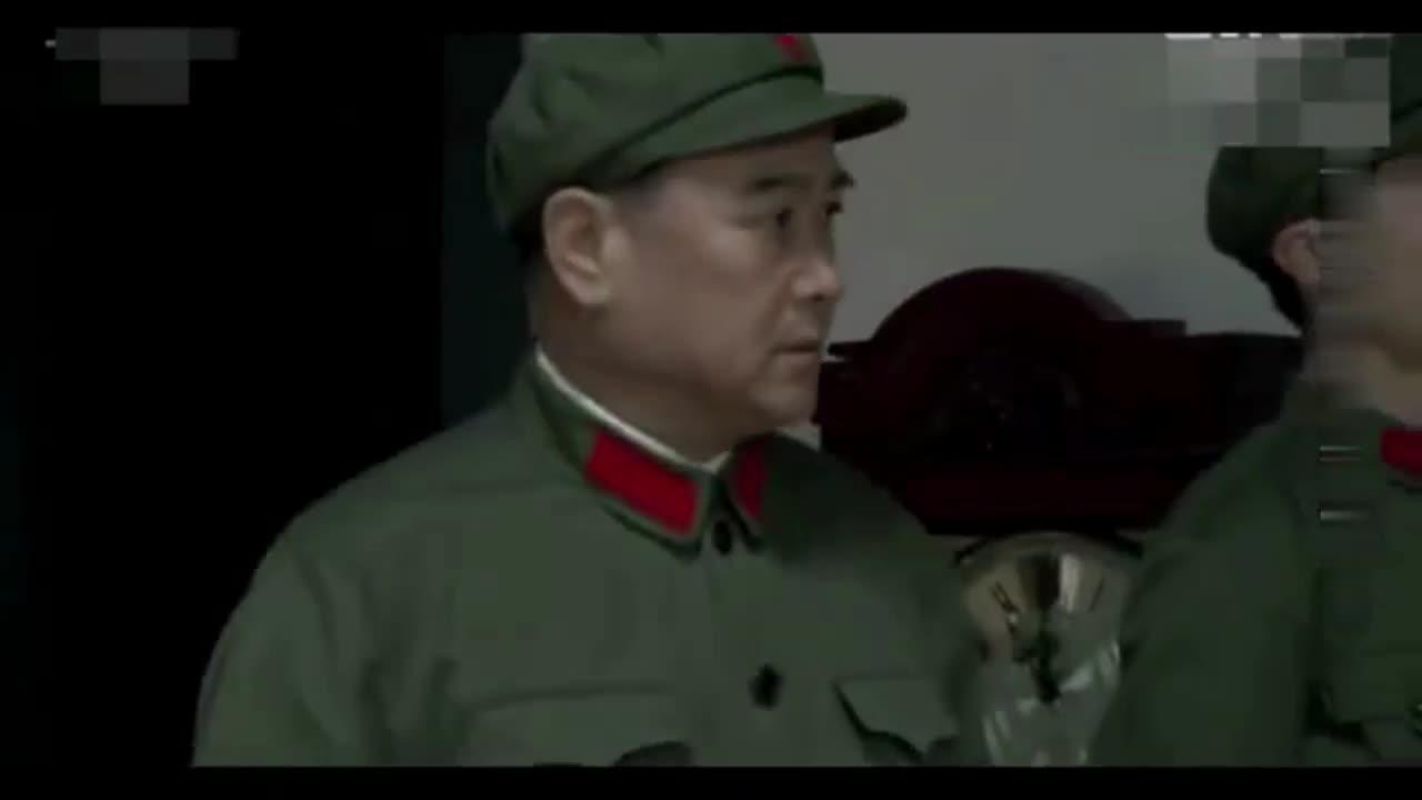 #经典看电影#毛主席逝世后,邓小平和叶剑英谁最有实权,这里面可以看出