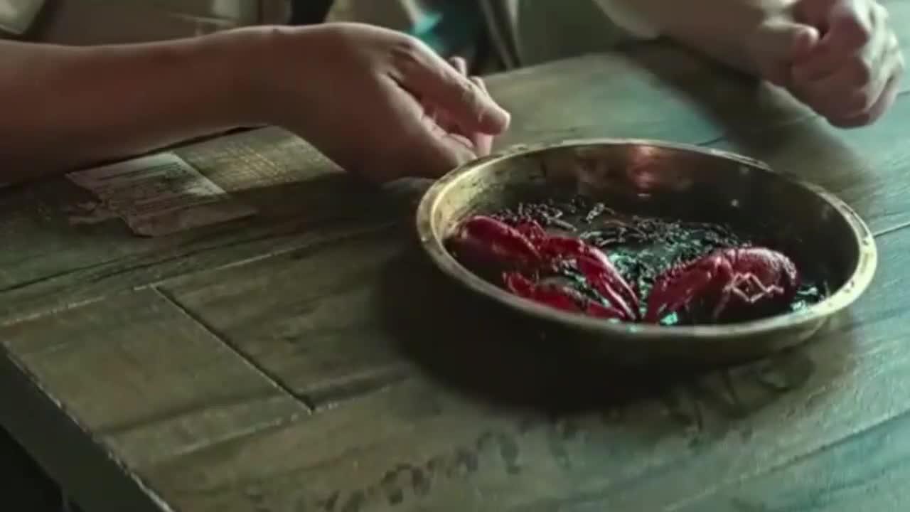大爷仅点两只龙虾气坏郝建,郝建的做法让大爷气到吐血!