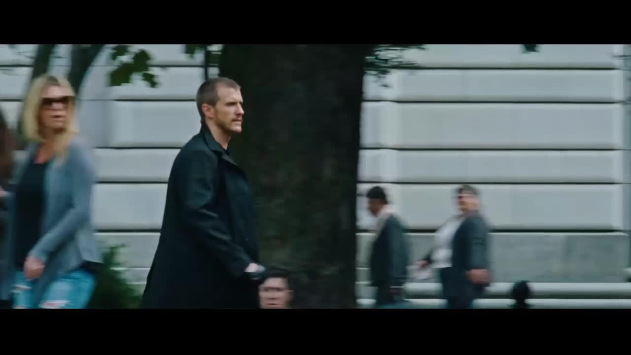 不但一打二,最后还放翻两警察《侠探杰克:永不回头》