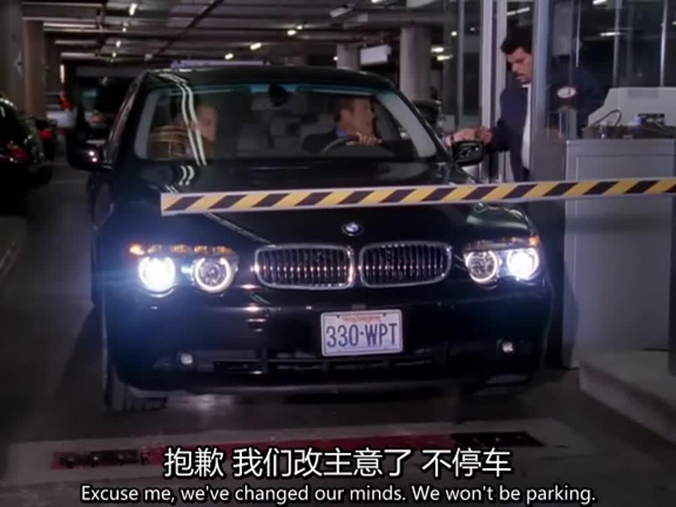 男子误入停车场,不想付停车费,竟然这样与管理员理论