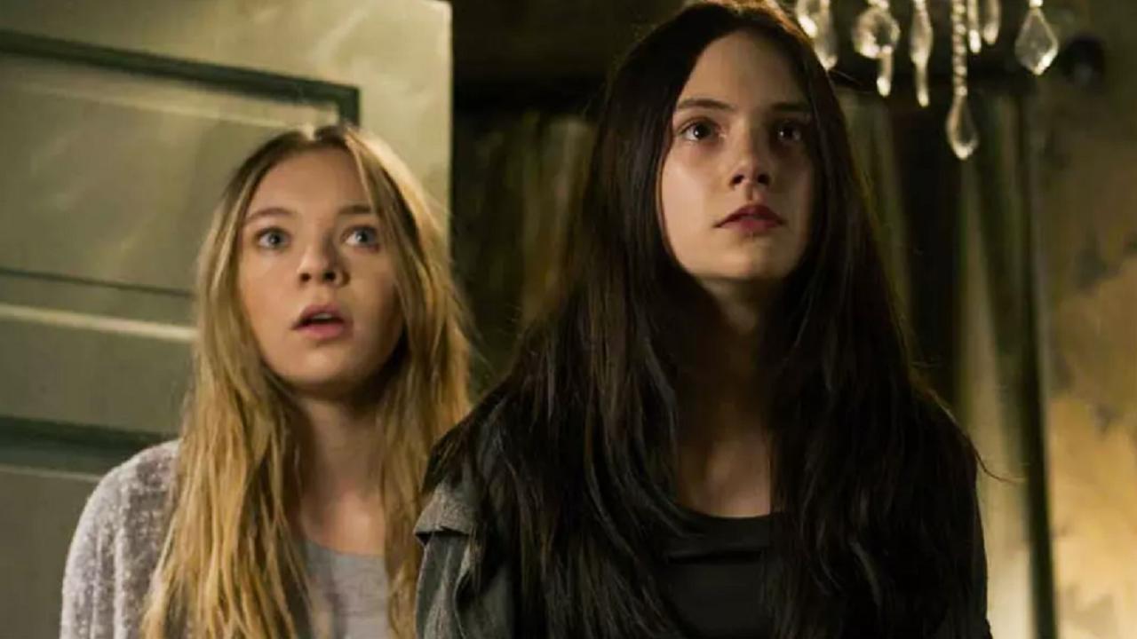#惊悚看电影#几分钟看完恐怖片《噩梦娃娃屋》姐妹两被变态当成娃娃肆意虐待!