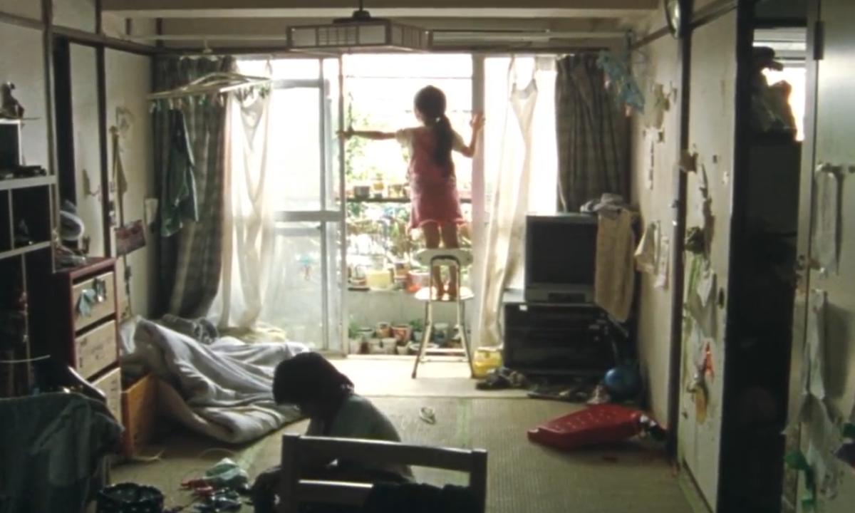#经典看电影#母亲为金钱抛弃4个幼童,小女儿无人看管不幸摔死