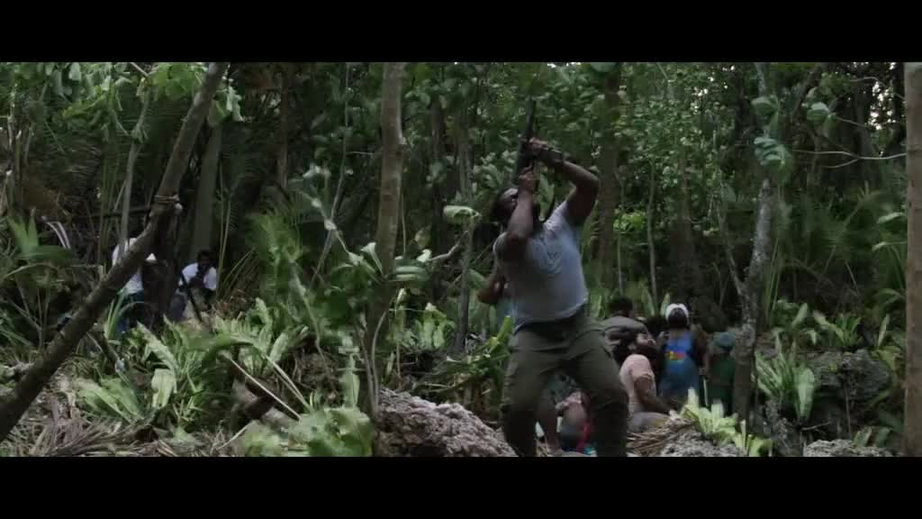 战斗民族又开打了,虽然在森林里,武器好的话都不是问题
