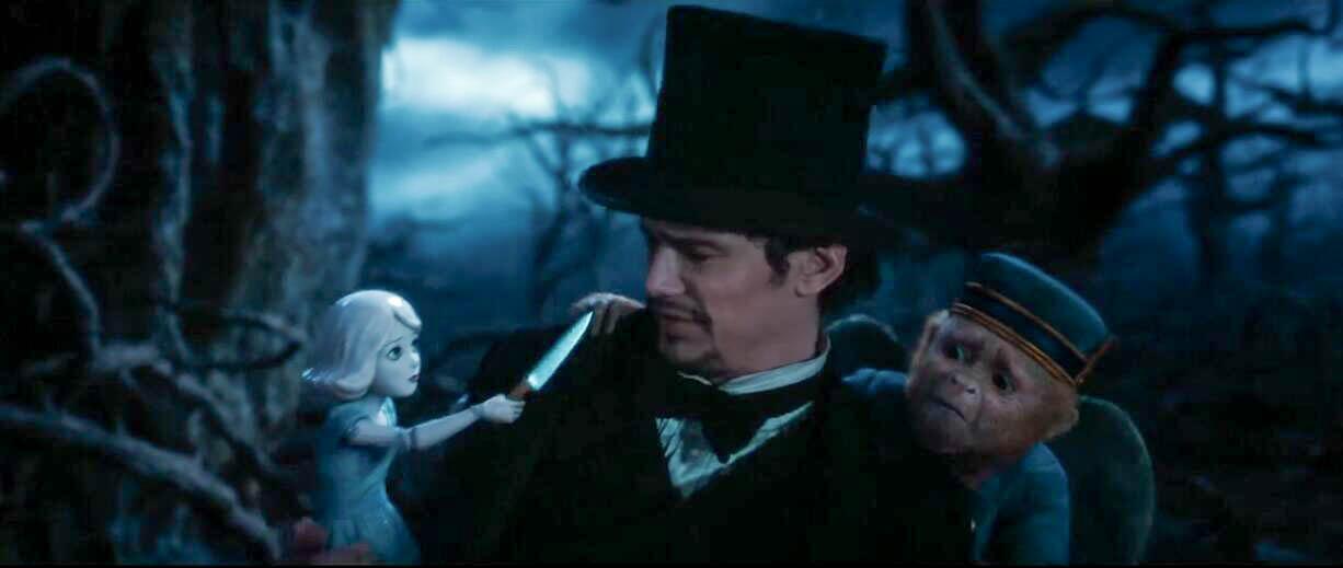 #羞羞看电影#男子来到了一个奇幻世界,遇到了长翅膀的猴子和会说话的瓷娃娃!