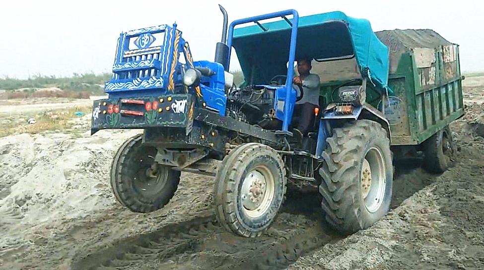 印度翘头拖拉机,要是把前轮拆掉,一样能行走