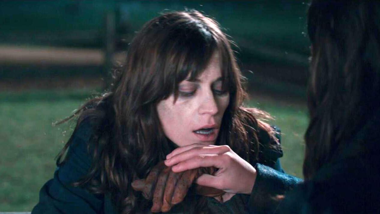 #惊悚看电影#美女以为丧尸不再吃活人,直接把手伸了过去,结果悲剧了!