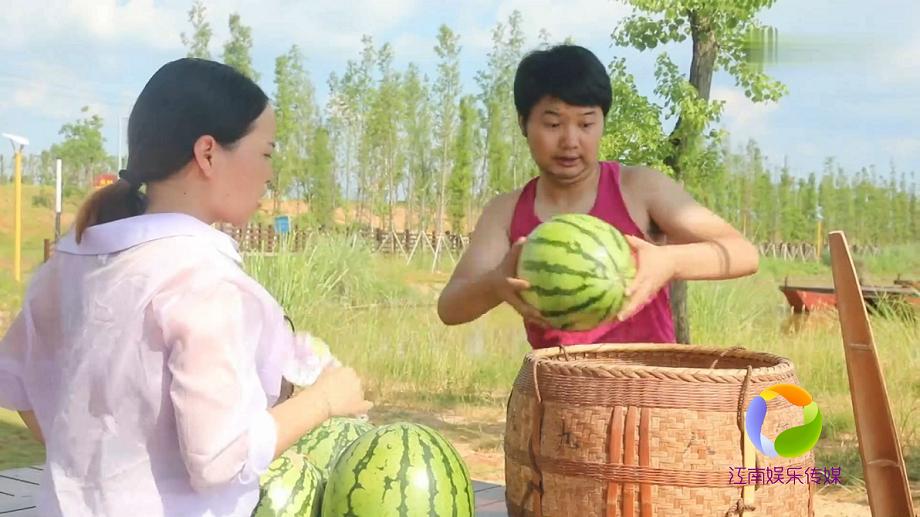 #搞笑趣事#农村傻子卖西瓜,碰到这个客人,连裤衩都会亏掉