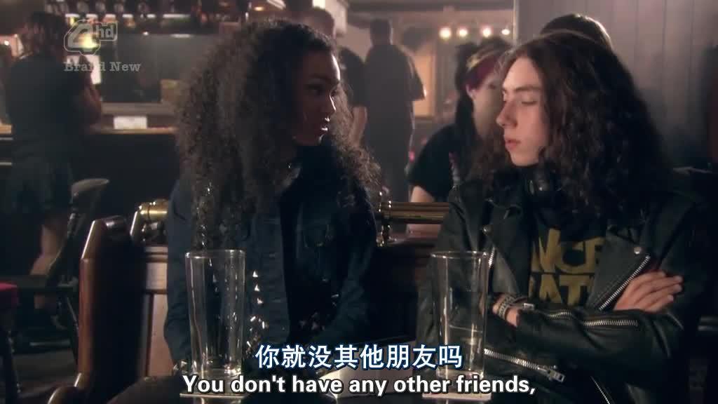 你不是说他没朋友吗?那个女孩是谁