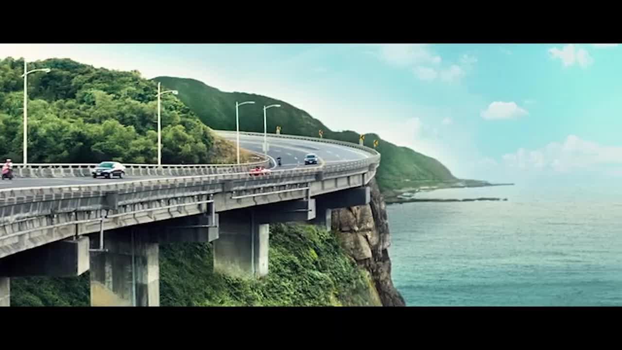 小霓做了噩梦,梦见她开着车带他,她把车开进了海里想要杀死他,