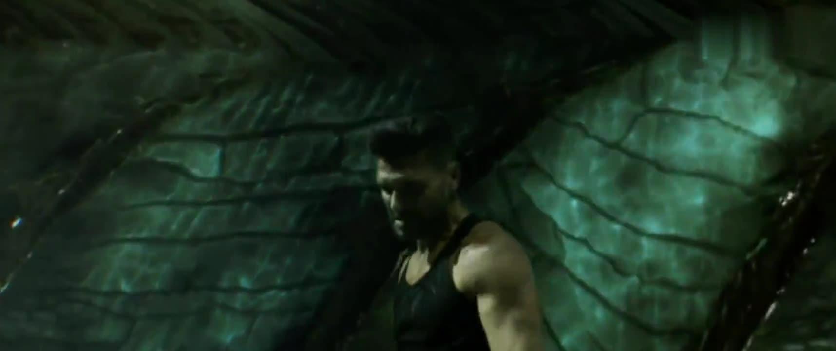 《战狼2》老爹得到了外星科技腕刀,开始手刃外星人