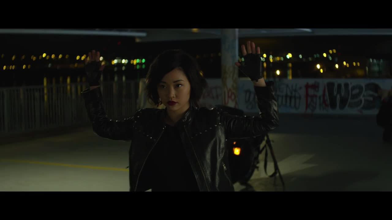 最新动作片《杀手一班》,女杀手对战警察,身手太帅了