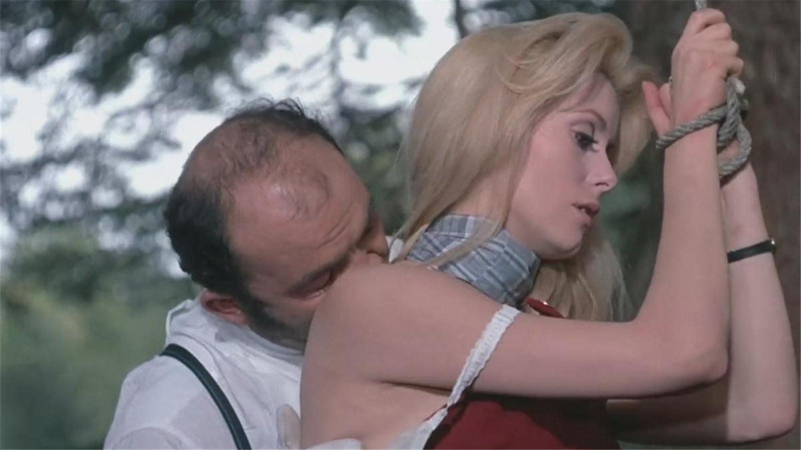 #经典看电影# 丈夫玉树临风却力不从心,妻子如狼似虎,只好暗地里做了这职业
