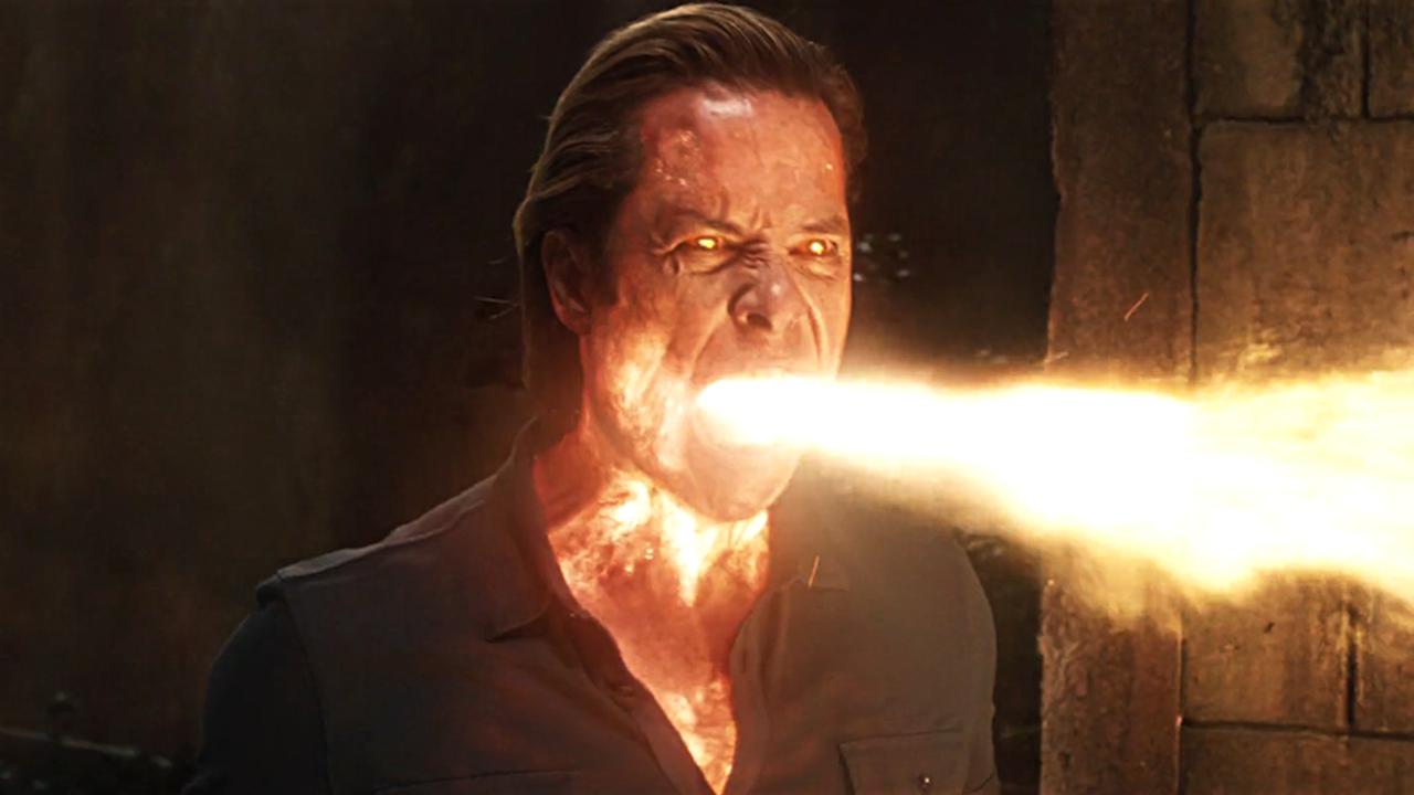 #经典看电影#科学家把自己改造了,不仅能喷出火,身体受伤后还会自动恢复!