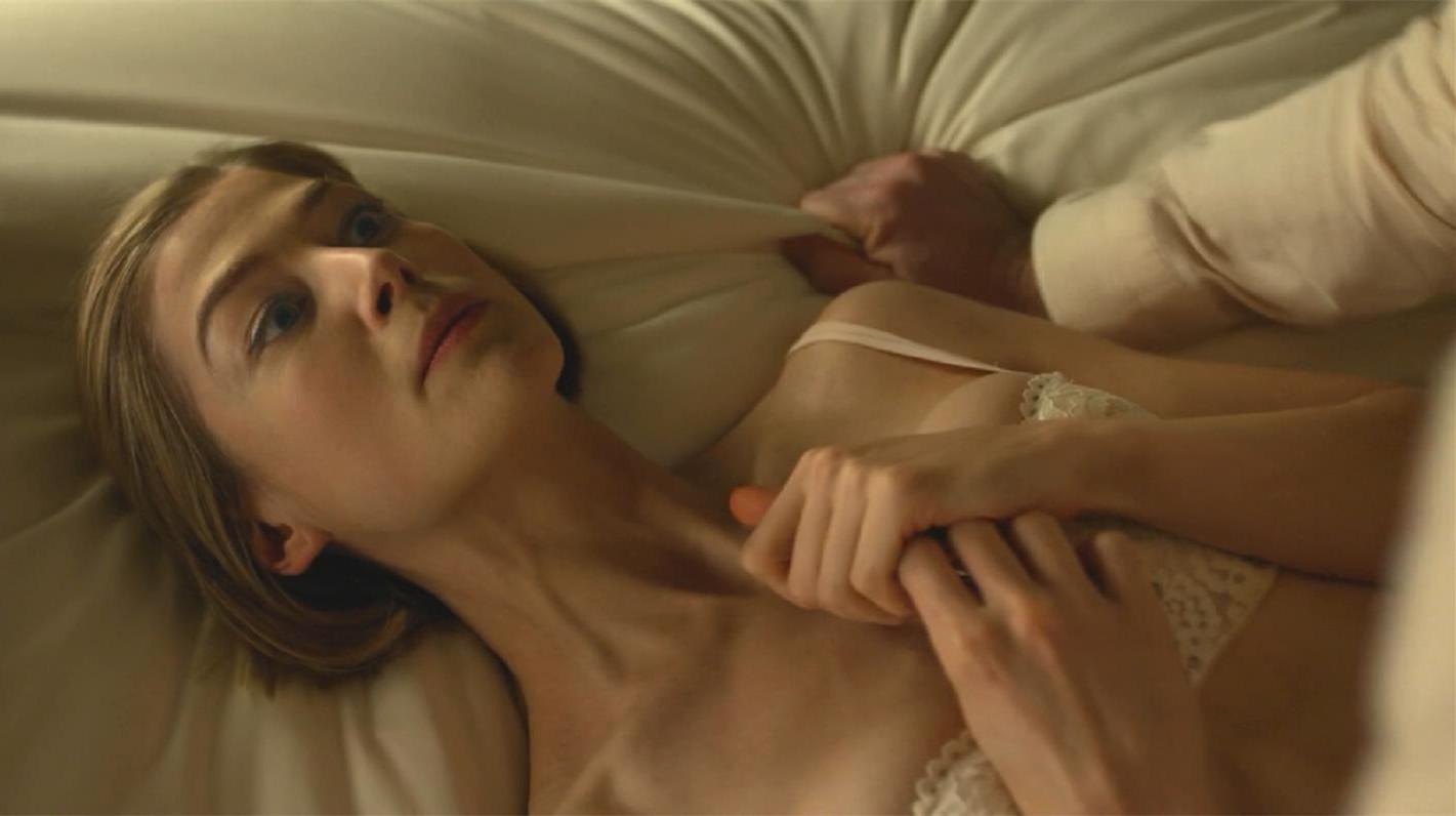 #惊悚看电影#一部重口味惊悚片,得罪高智商的女友下场惨不忍睹