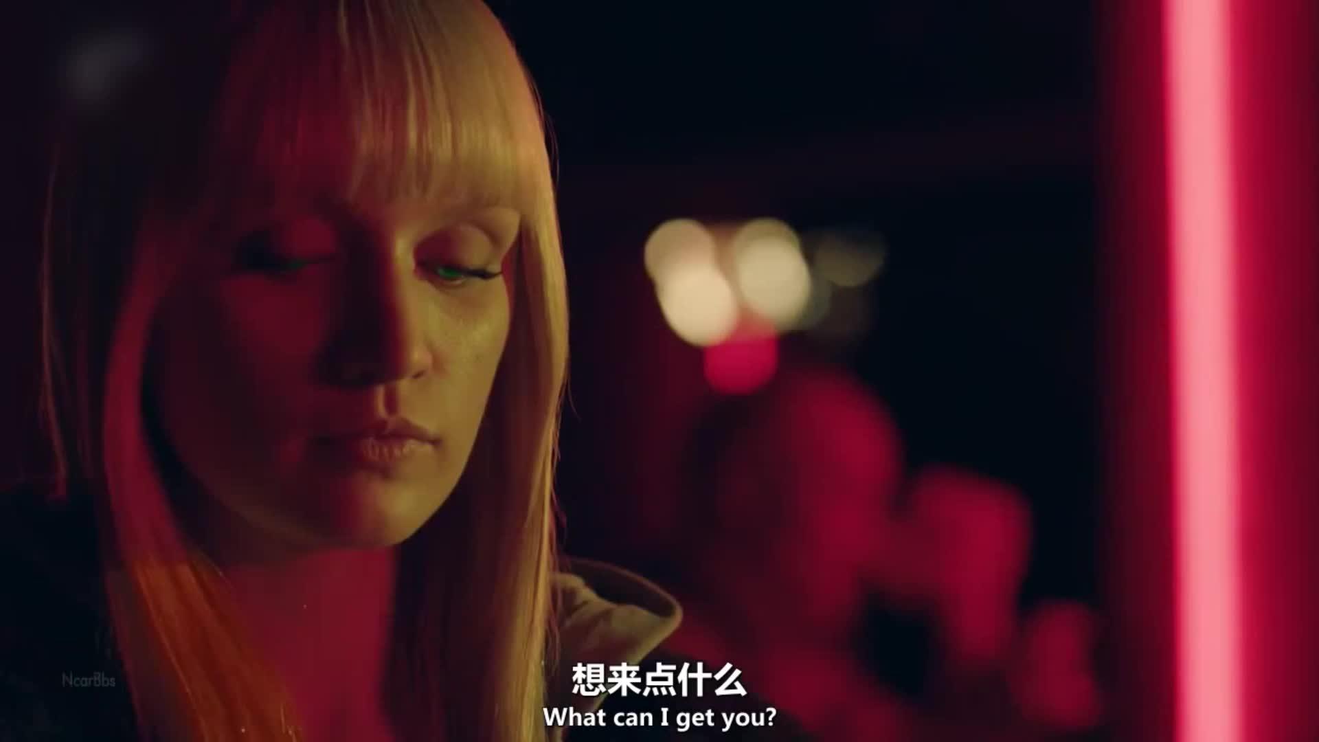 机器人来到酒吧,酒保是个话唠,话多的让她有些不高兴