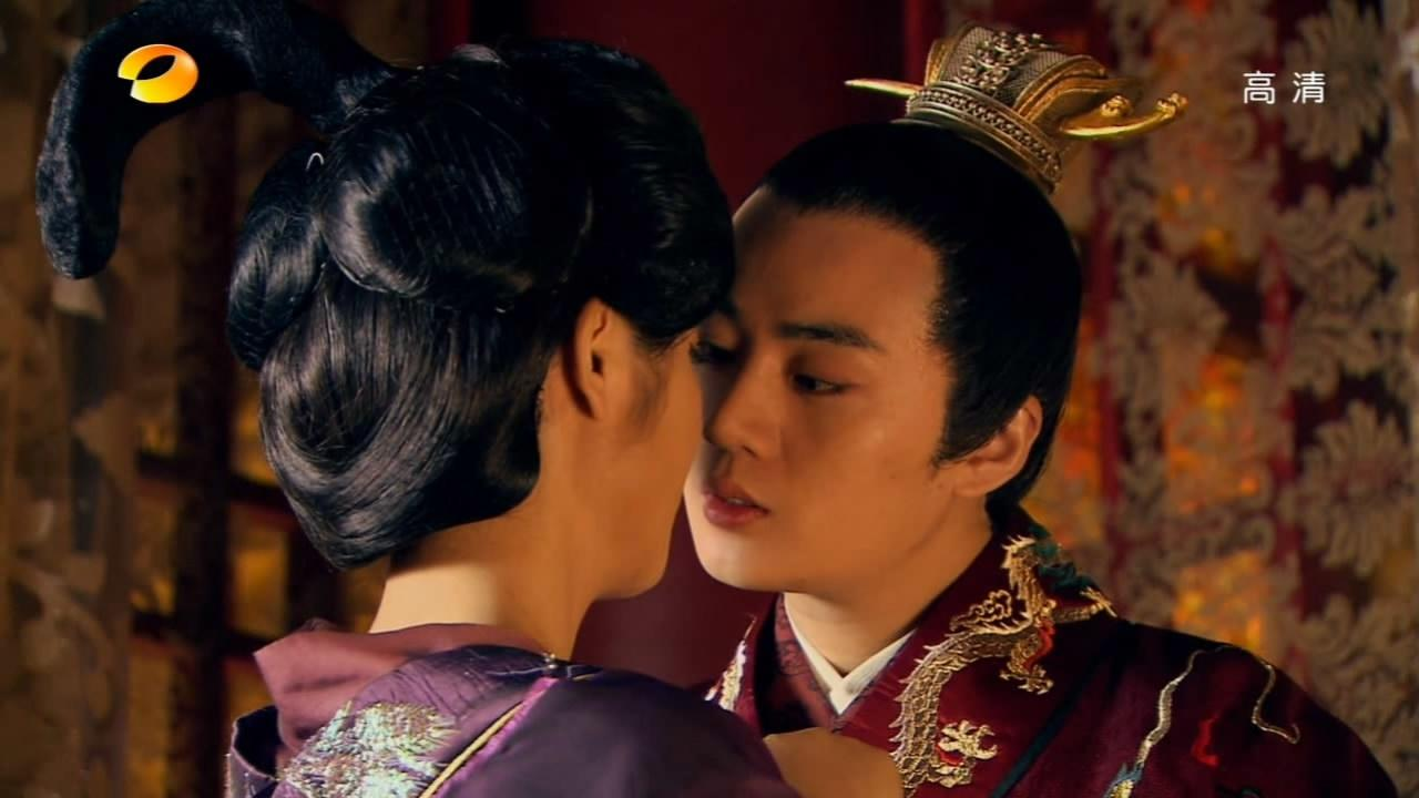 #经典看电影#萧淑妃整日寻欢作乐,王皇后偶然伴君,竟也落得争风吃醋!