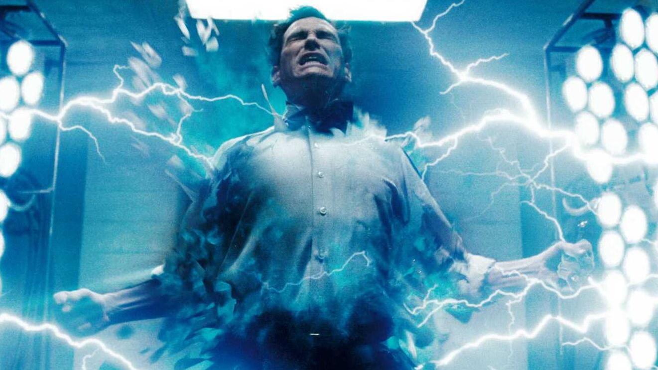 #电影最前线#小伙意外获得超能力,一只手就能捏碎坦克,在地球上无所畏惧!