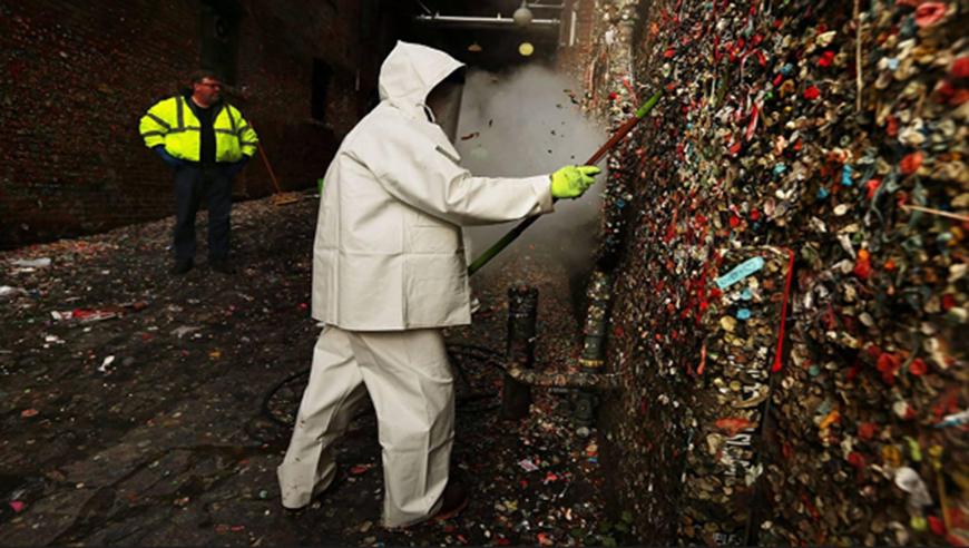 墨西哥人素质低?乱吐口香糖造成40000多种细菌,累坏清洁工