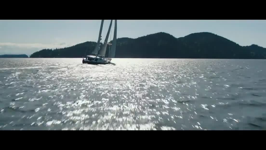 《五十度黑》:达科塔·约翰逊和詹米·多南游艇上秀恩爱