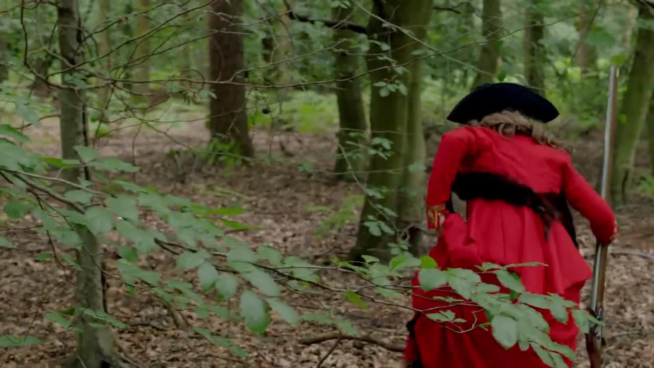 英国军官的变态爱好,在森林中狩猎美女