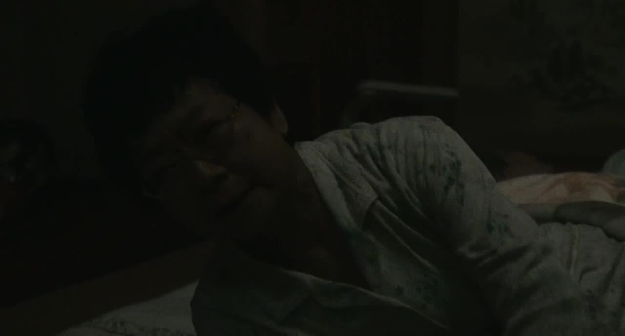 男子大半夜站窗外给女人道歉,当女人拉开窗帘却发现没有人