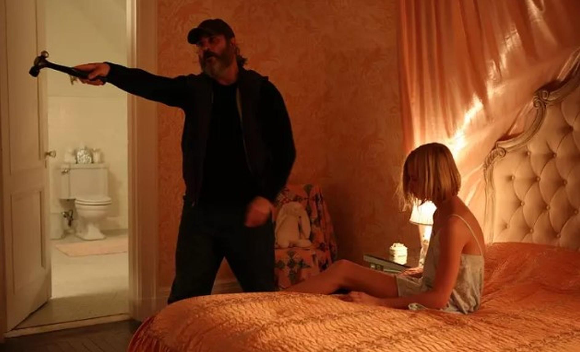 #扁豆看电影#小萝莉被恋童癖囚禁当性玩具,杀手大叔去救她,结局绝对猜不到!