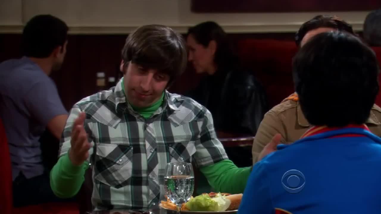 男科学家在餐厅做服务员,来用餐的朋友发现后他却不觉得尴尬