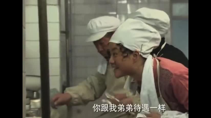 """#经典看电影#食堂打菜有熟人就是好,不仅不会""""手抖""""还打的你吃不完"""