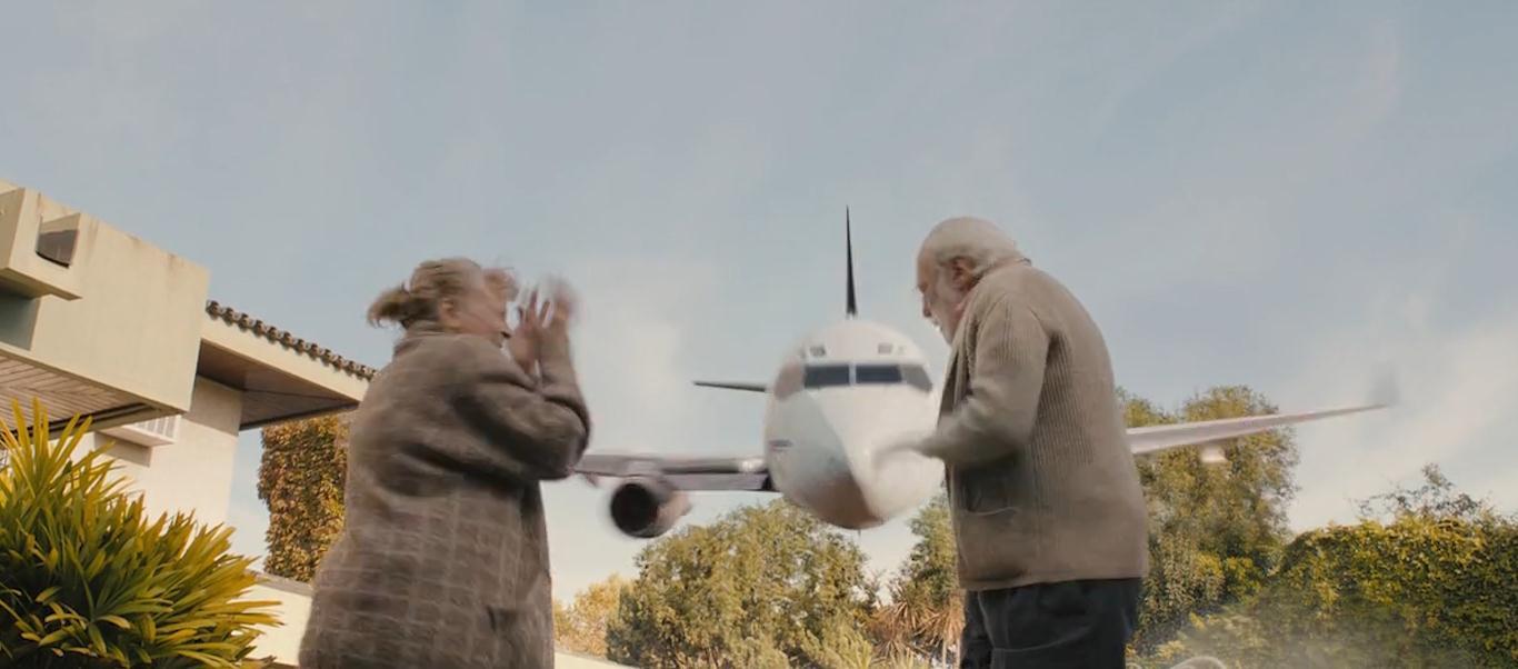 #经典看电影#为了向欺负过他的人复仇,小伙考上机长,把所有人都请上飞机