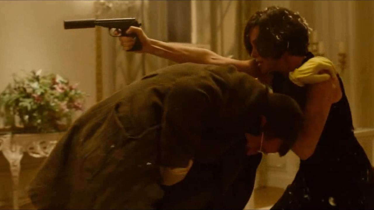 #羞羞的电影#女特工被同伴出卖,愤而将其干掉,还让同伴背了大黑锅
