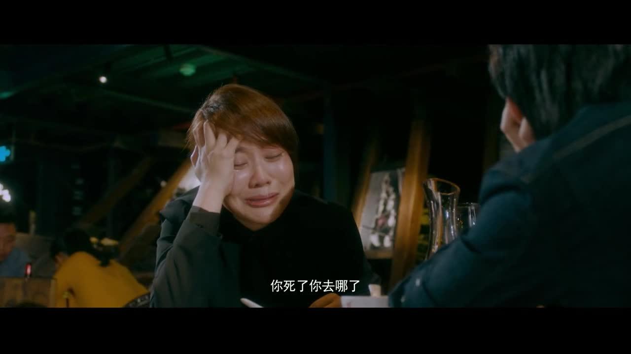 美女老妈喝多了,居然开始大哭说胡话,思念自己父亲