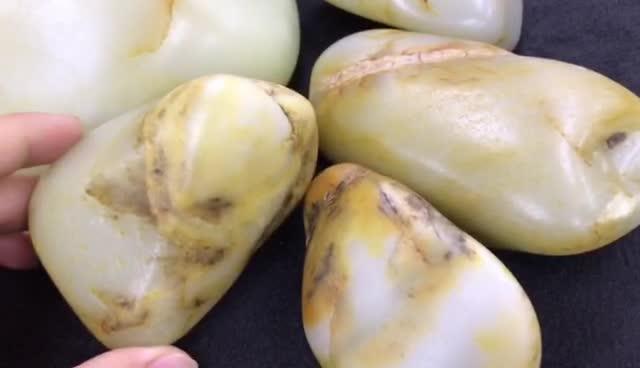 #新疆和田玉籽料# 再次禁采! 和田玉籽料原籽究竟要涨到什么时候?