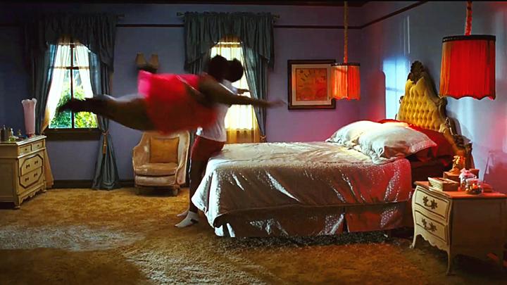 #恶霸妻子#男子娶了个恶霸妻子,妻子每天以这种方式欺负他,家里天天换床!