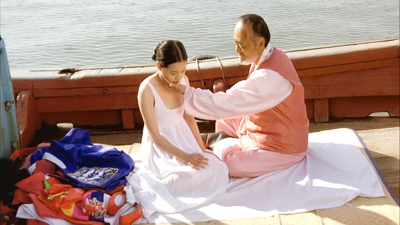 #经典看电影#60岁老头收养走失女孩,囚禁10年后要和她结婚!