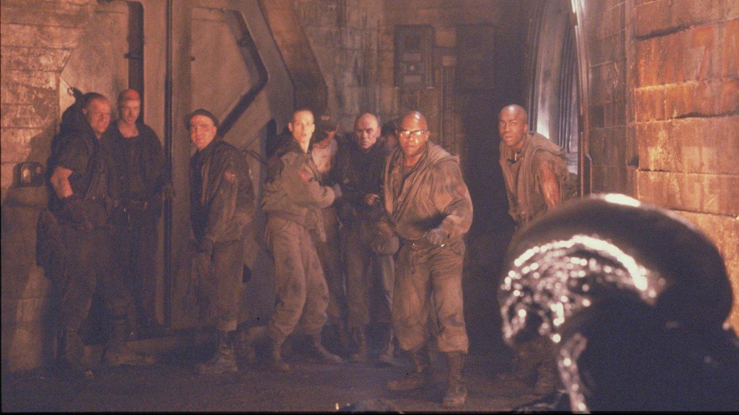 #经典看电影#偏远星球上的大型男子监狱内,突然潜入外星怪物《异形3》