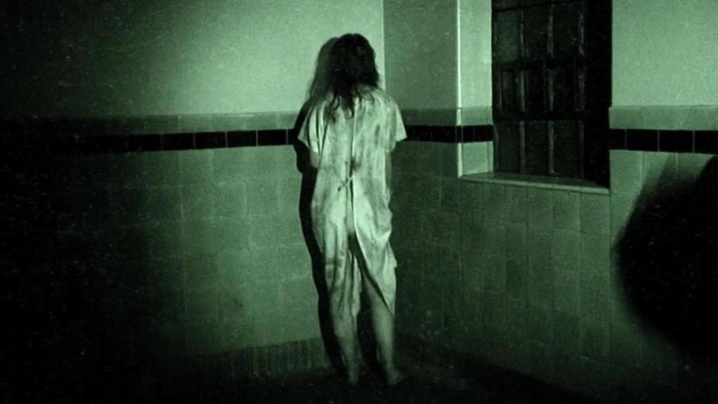 经典恐怖电影,作死团队误闯灵异空间,全程高能让人屏住呼吸