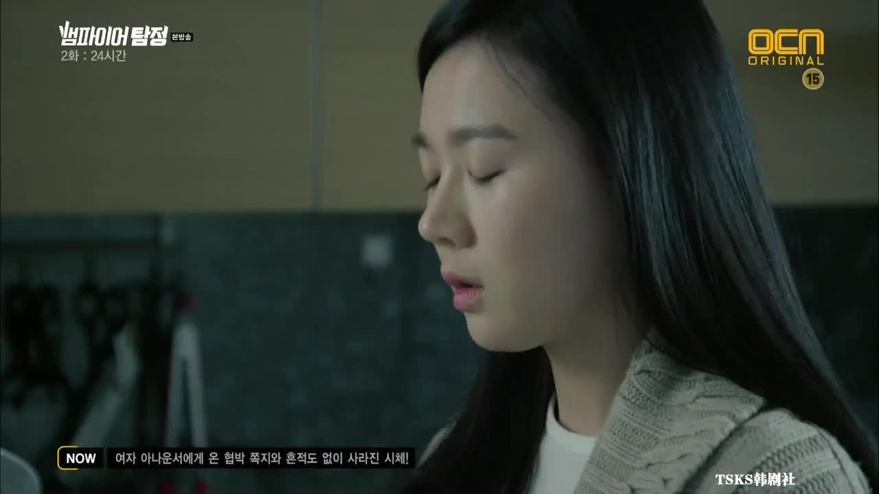 尹山发现韩冬哥哥的特殊房间,无意的用特殊符号的卡片,打开房门