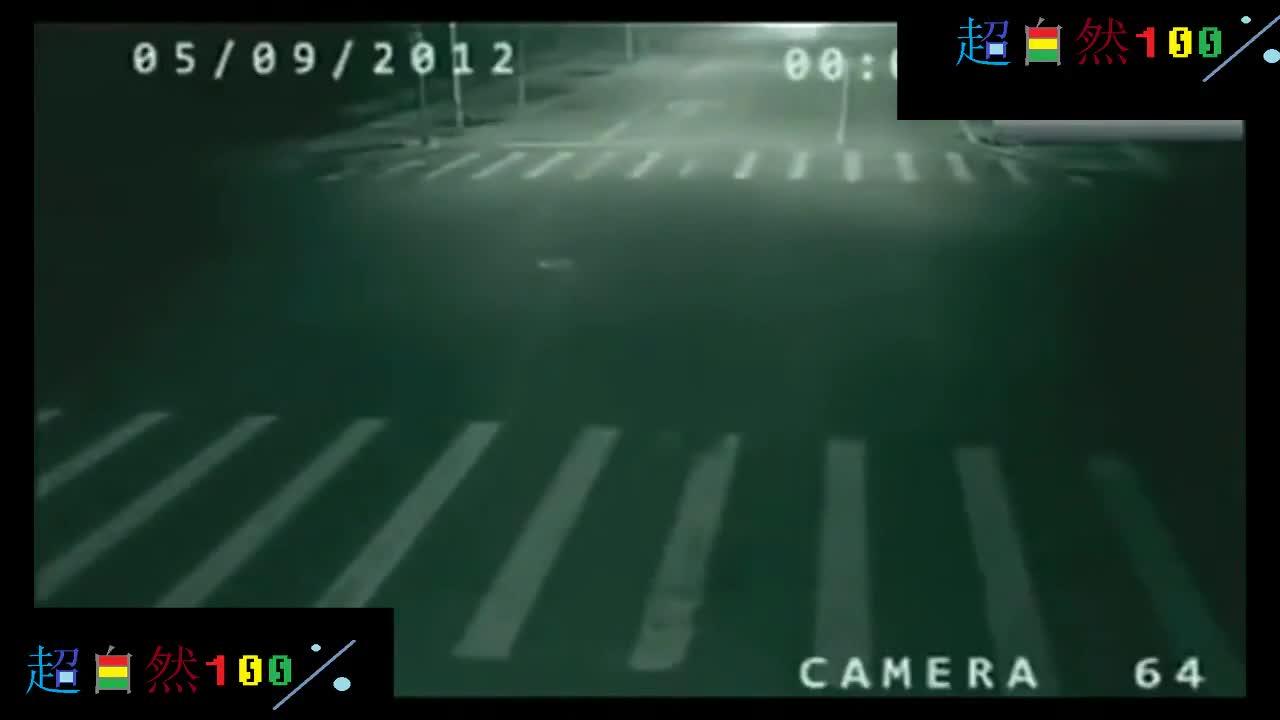 灵异事件! 路上的监控拍摄到奇怪的灵异现象!