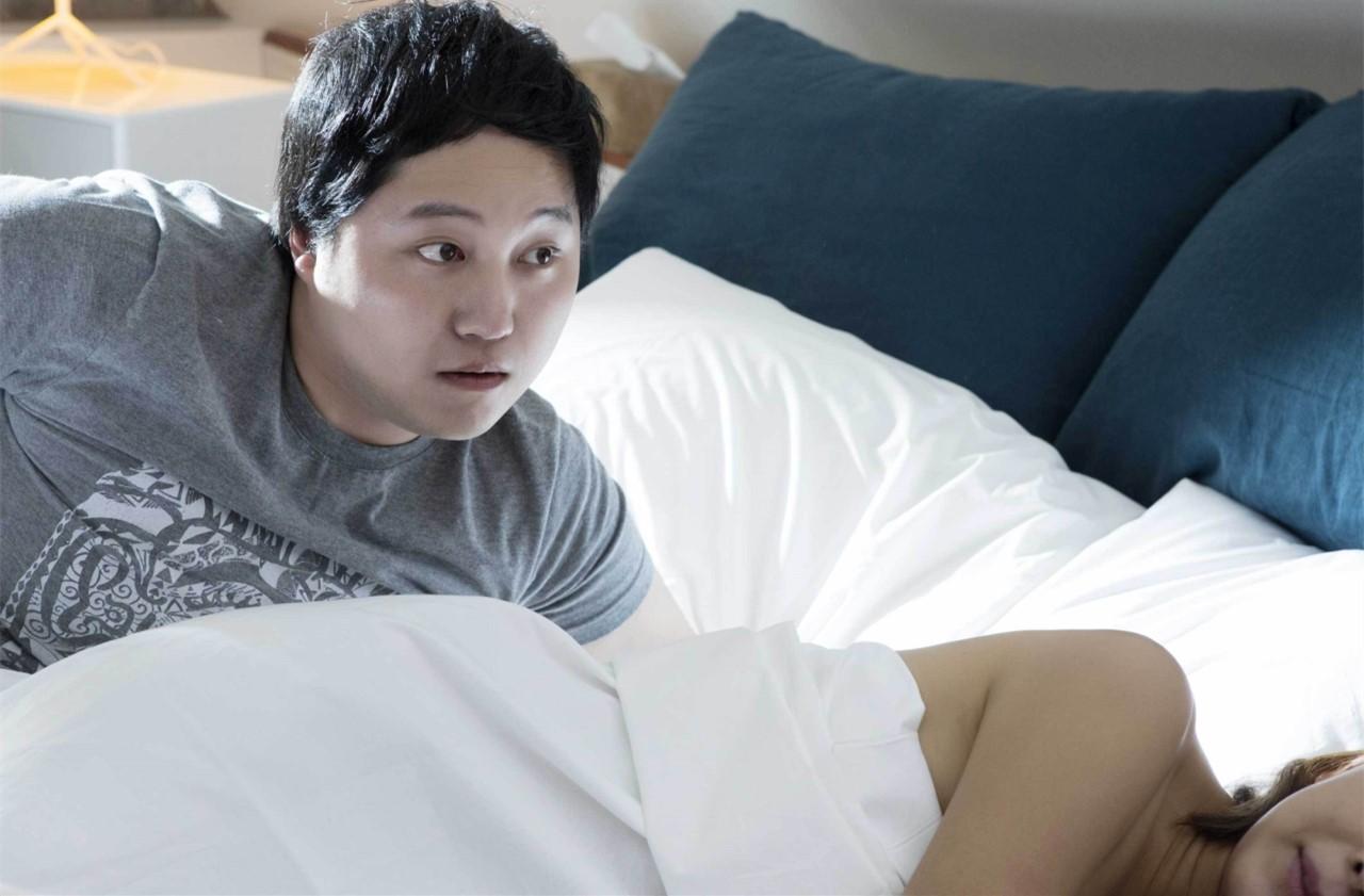 #电影最前线#男子一觉醒来变成美女,好基友时刻惦记他 !