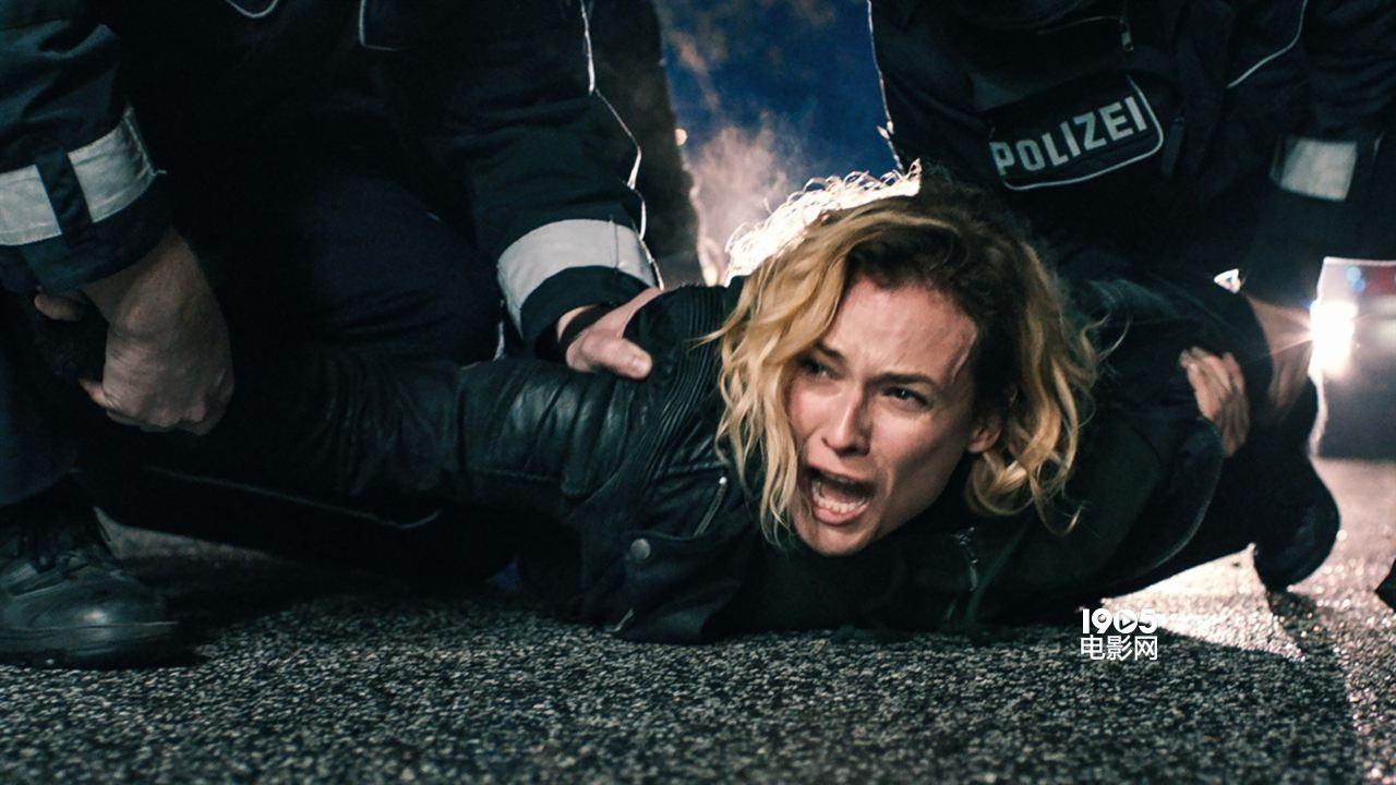 #电影最前线# 丧夫又丧子的女人,居然用这种极端的方式复仇!
