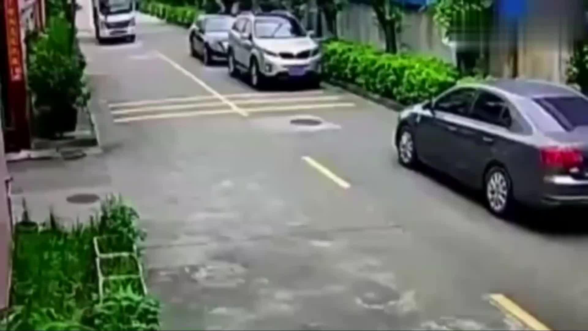 #车祸#两司机都装傻充楞,路口都不减速,最终2人都无法幸免!