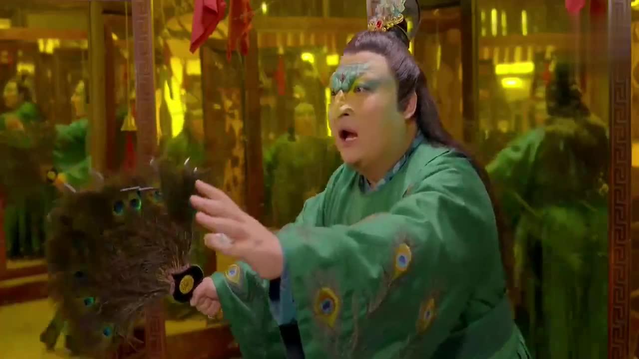 王传君用机关毁了孔雀精,捉妖师用炼妖壶收走了它!