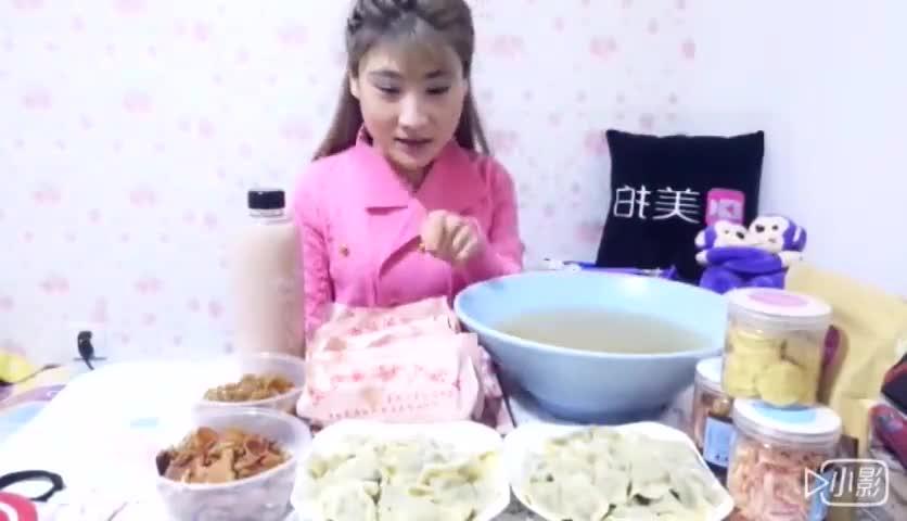 美女大胃王吃6个驴肉火烧40个饺子4碗驴杂汤凉拌闷子驴肉拼盘