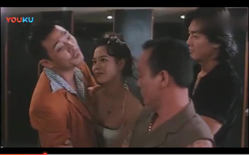 #经典看电影#古惑仔之人在江湖 阿坤埋汰大B哥老了没用, 结果尴尬了!