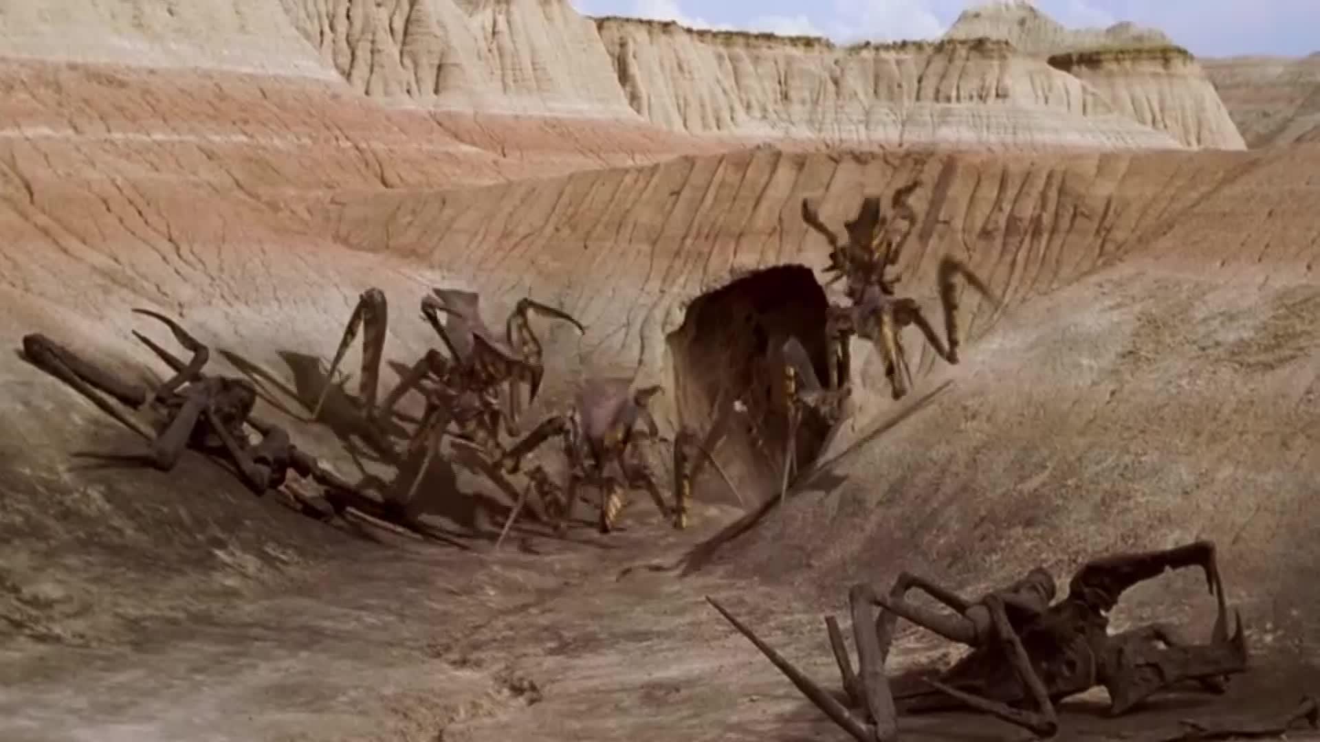 #电影#虫穴内冲出众多巨型大怪,特种兵慌了